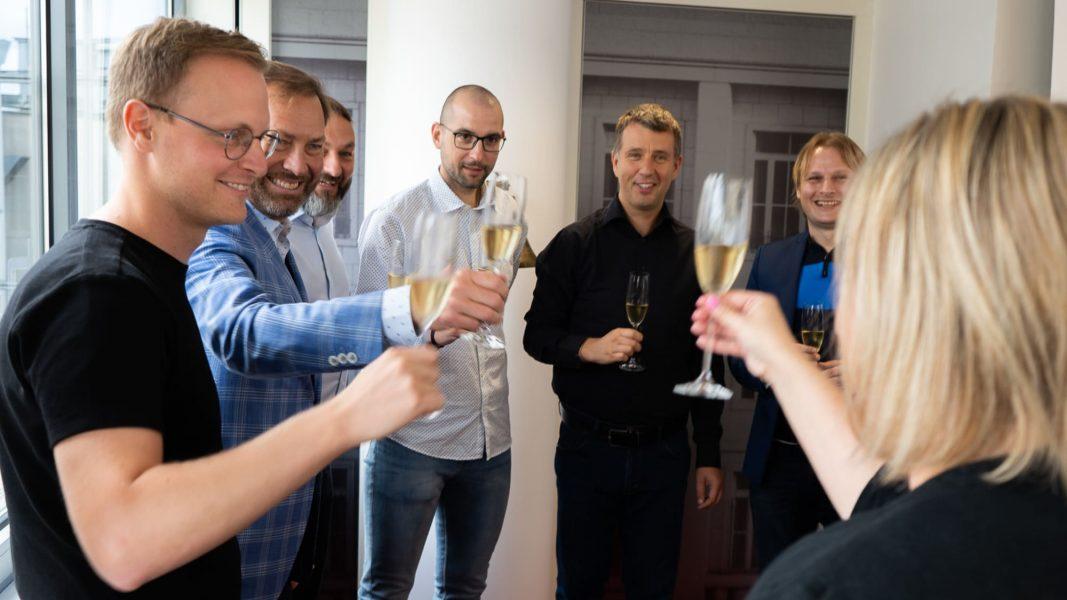 eMan na konci léta úspěšně vstupuje na trh PX Start pražské burzy.